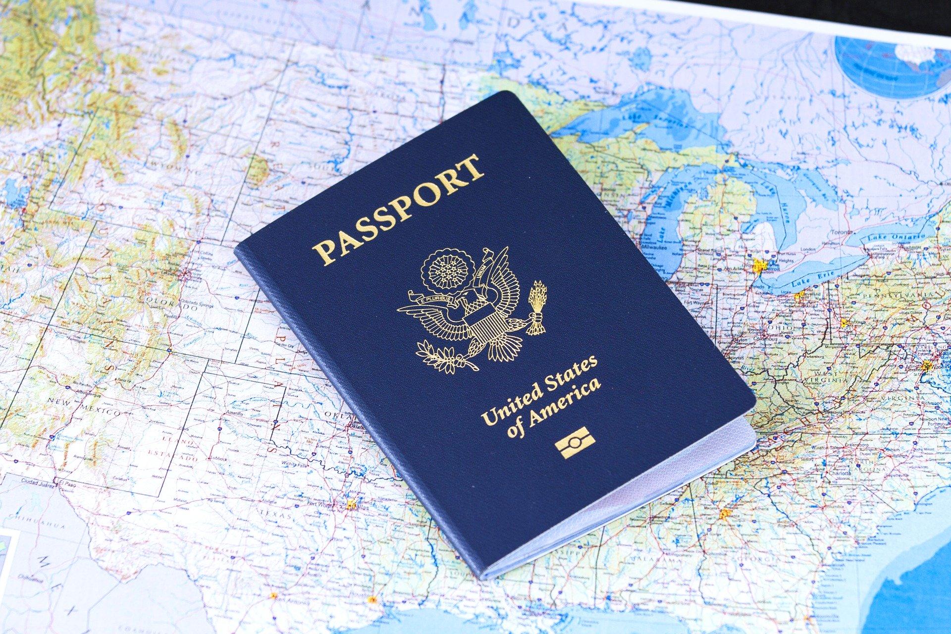 passport-2642170_1920-1